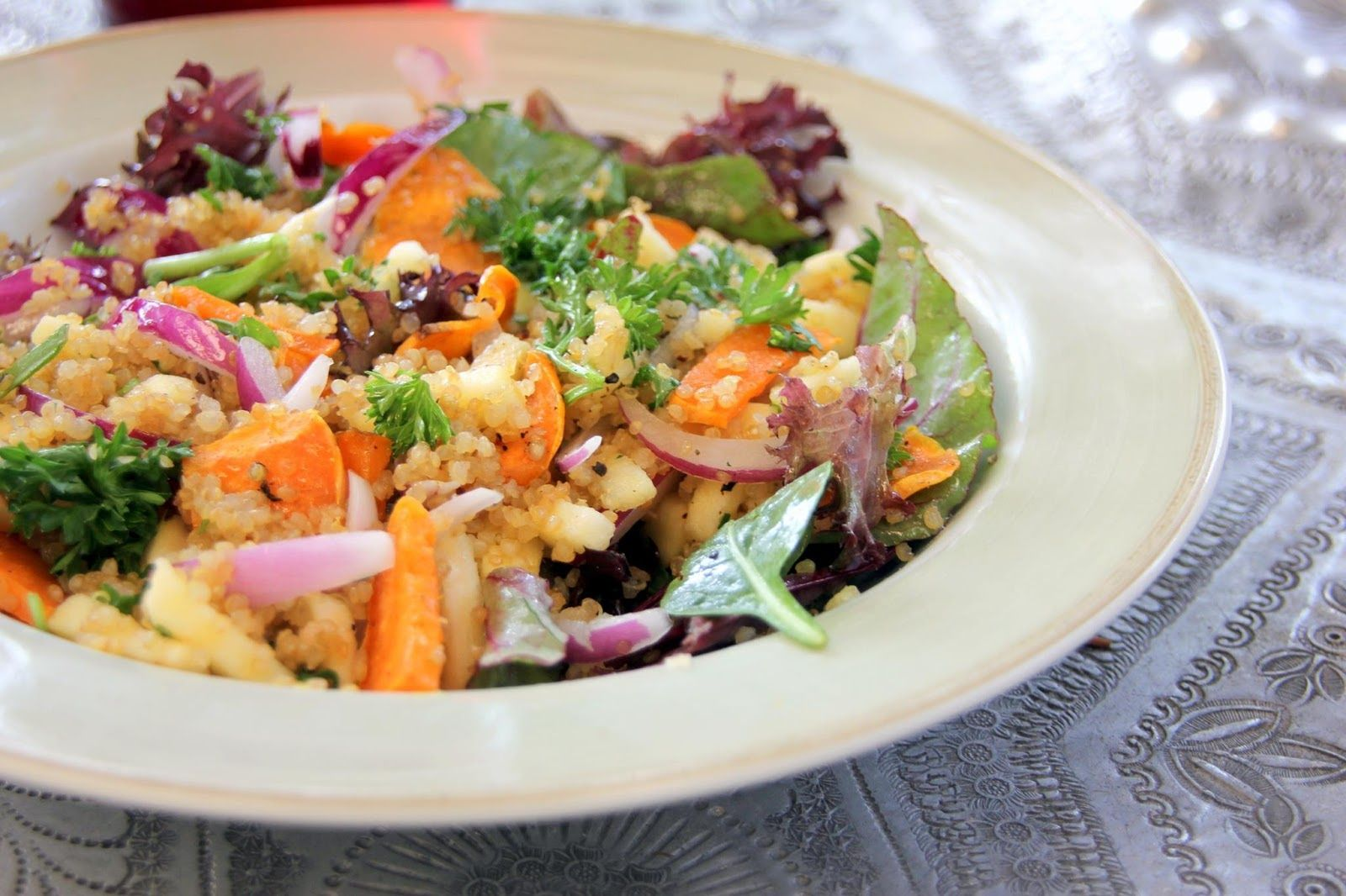 Quinoa Sweet Potatoes and Apple Salad | This salad is absolutely delightful. Great side dish but filling enough to be eaten as a light healthy lunch.