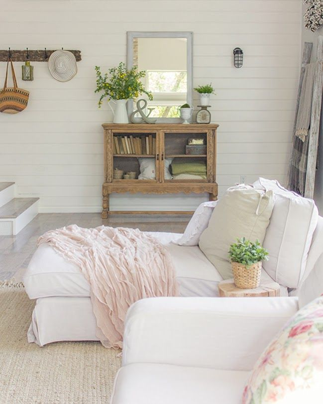 Joanna Gaines Home Decor Inspiration: Spring Home Tour (& A Giveaway!)