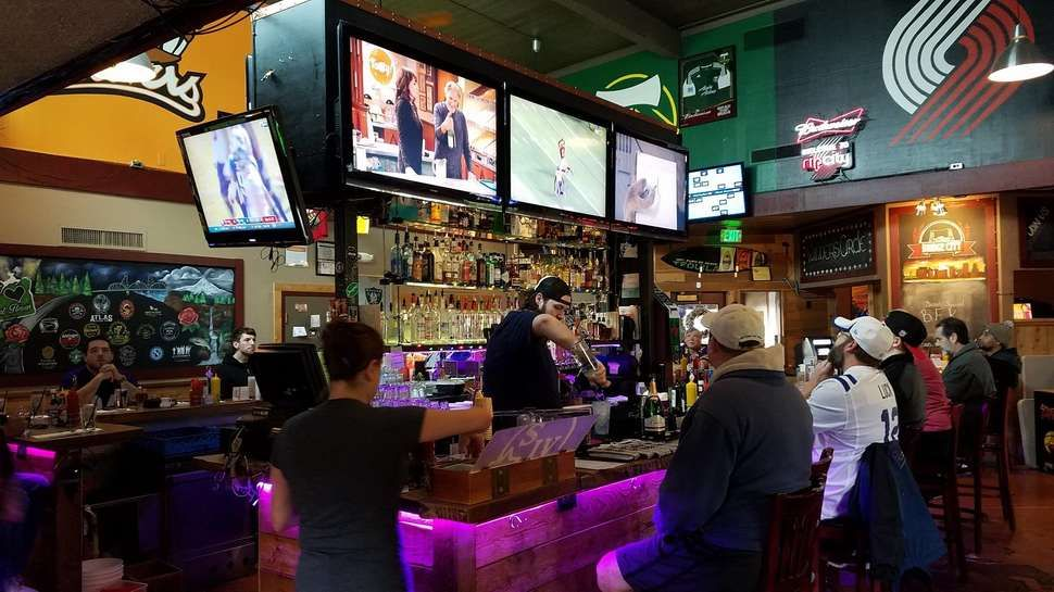 The 10 Best Sports Bars in Portland Sports bar, Video