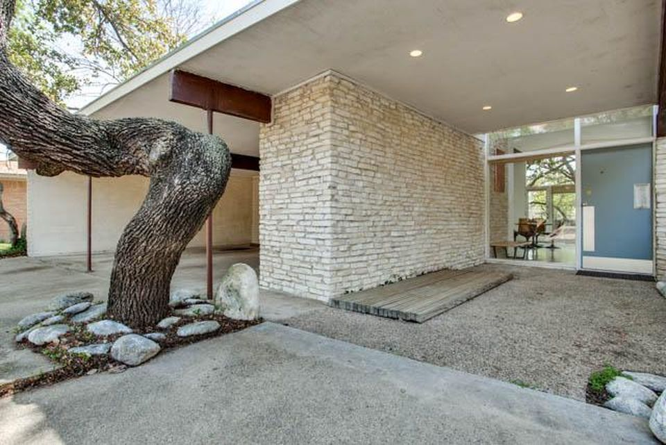 824 Town Creek Dr Dallas Tx 75232 Zillow Mid Century Modern House Mid Century Homes Exterior Mid Century House