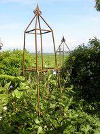 obelisk rankhilfe f r rosen rankhilfe pinterest garten rosen und erste hilfe. Black Bedroom Furniture Sets. Home Design Ideas