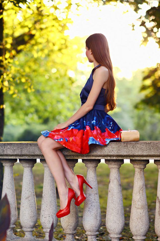Granatowa Rozkloszowana Sukienka Czerwone Czolenka I Mala Zlota Torebka Ari Maj Personal Blog By Ariadna Majewska Mode Fur Frauen Frau Mode