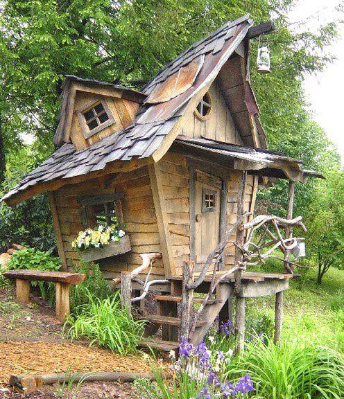 cabane et fenetre tordu Garden ideas Pinterest Cabanes, Cabane - construire une cabane de jardin en bois