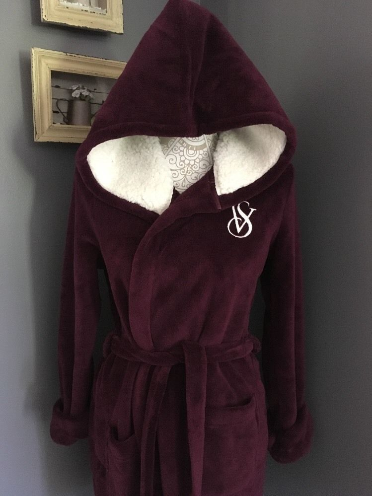 Victoria s Secret The Cozy Hooded Short Robe Sherpa Size Small Ruby Wine New   9632ac4a2