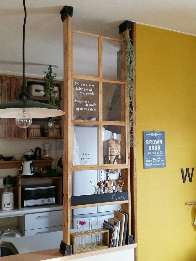 Diy サビサビペイントで気になる色 素材感をカバー ディアウォールを使ってキッチンカウンターにフェイク窓を キッチンカウンター上収納 キッチン リノベーション Diy ディアウォール
