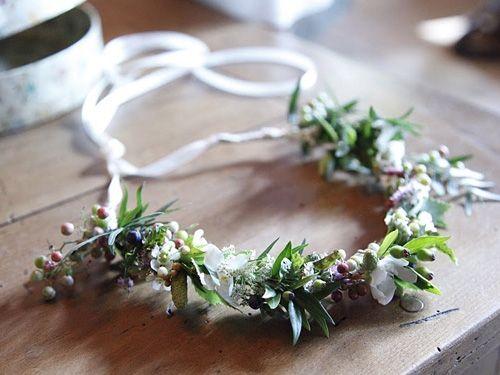 jolie couronne wreath couronne de fleurs couronnes et couronne de fleurs mariage. Black Bedroom Furniture Sets. Home Design Ideas
