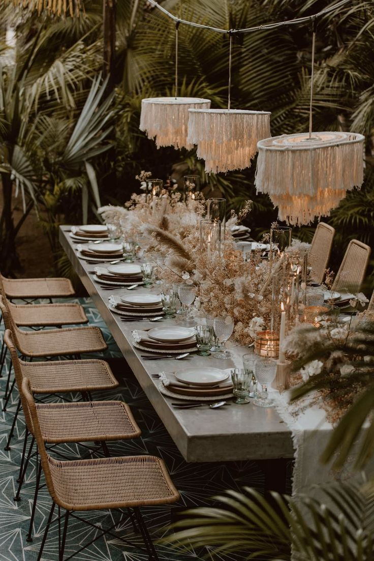 7 Tips for Creating 2019's Hottest Wedding Trend: Dried Flower Installations #thegreatoutdoors