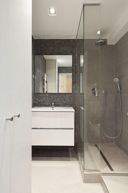Petite salle de bains avec douche à l\'italienne | Cuisines et Salle ...
