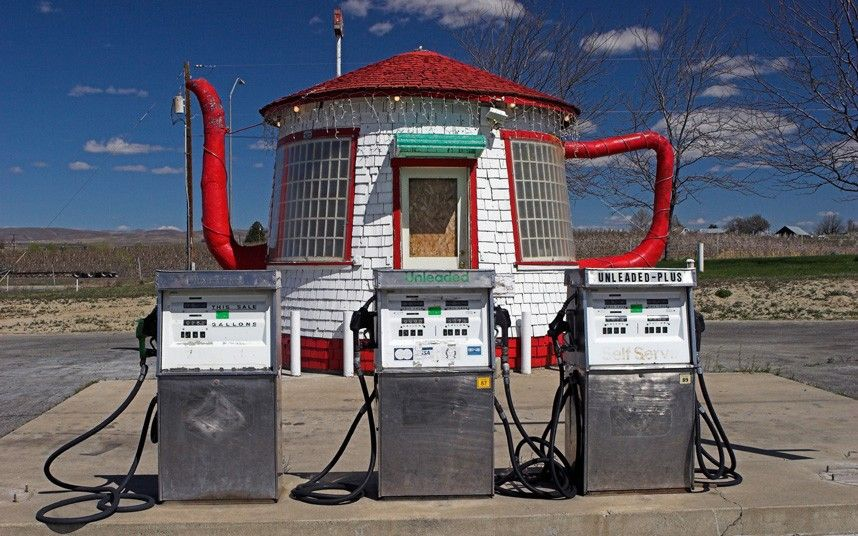 Teapot Gas Station, Yakima Valley Highway, Zillah, Washington State. Built in 1922 and no longer in use, but a head-turner! They moved this its cute