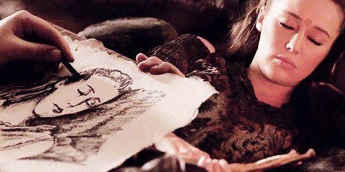 Clarke sketching Lexa while she sleeps #the100 #clexa