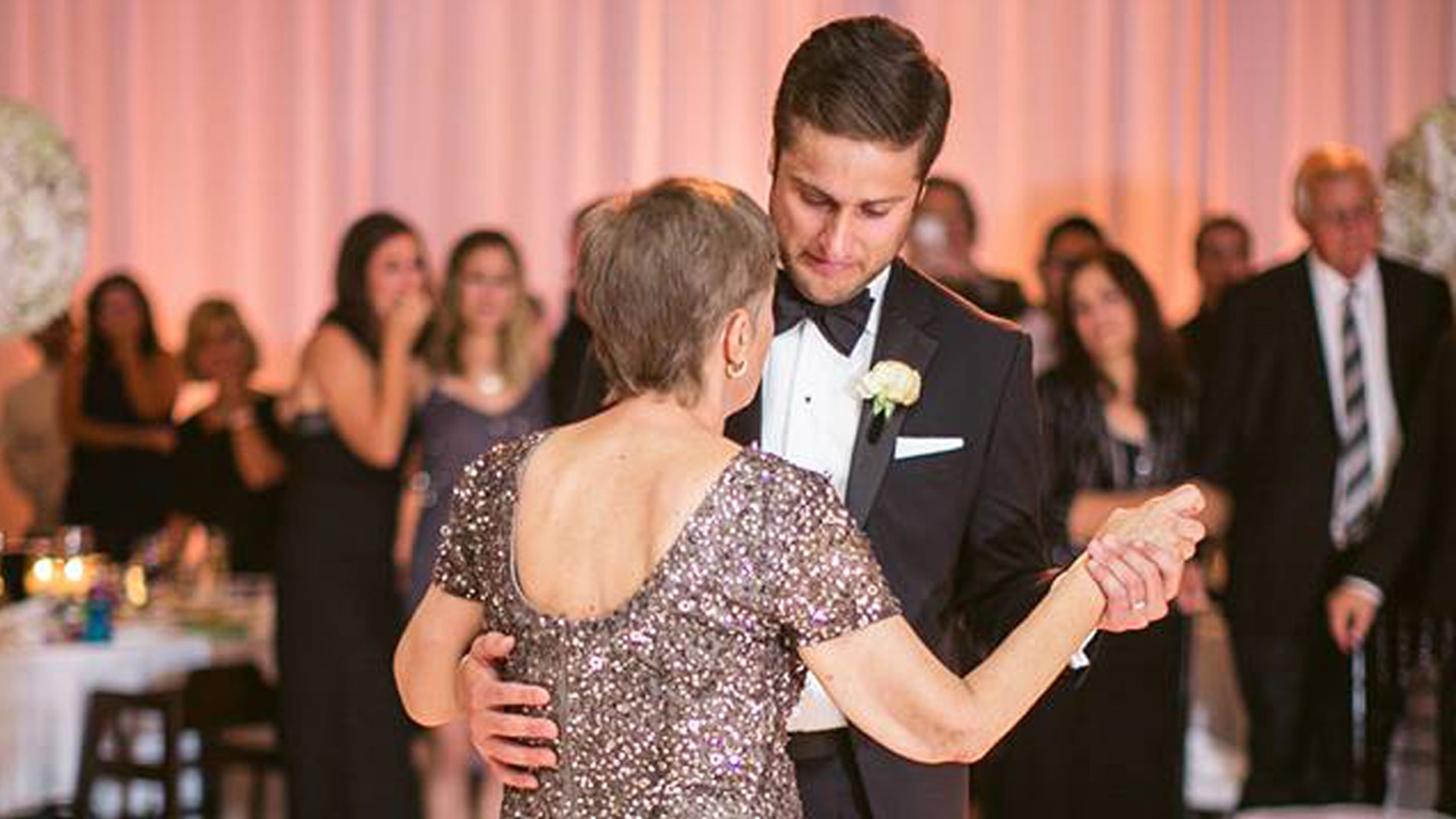 Mom's last dance with son at wedding 'most beautiful thing'