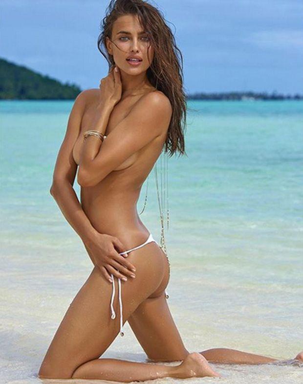 Irina Shayk posa de topless e biquíni fio dental para ensaio sensual