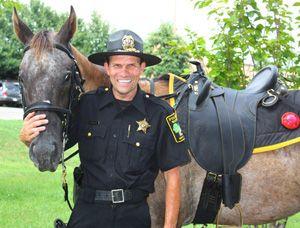 Mounted Officer Uses Saddleonline Saddles On Patrol Horse Tack Saddles Australian Saddle