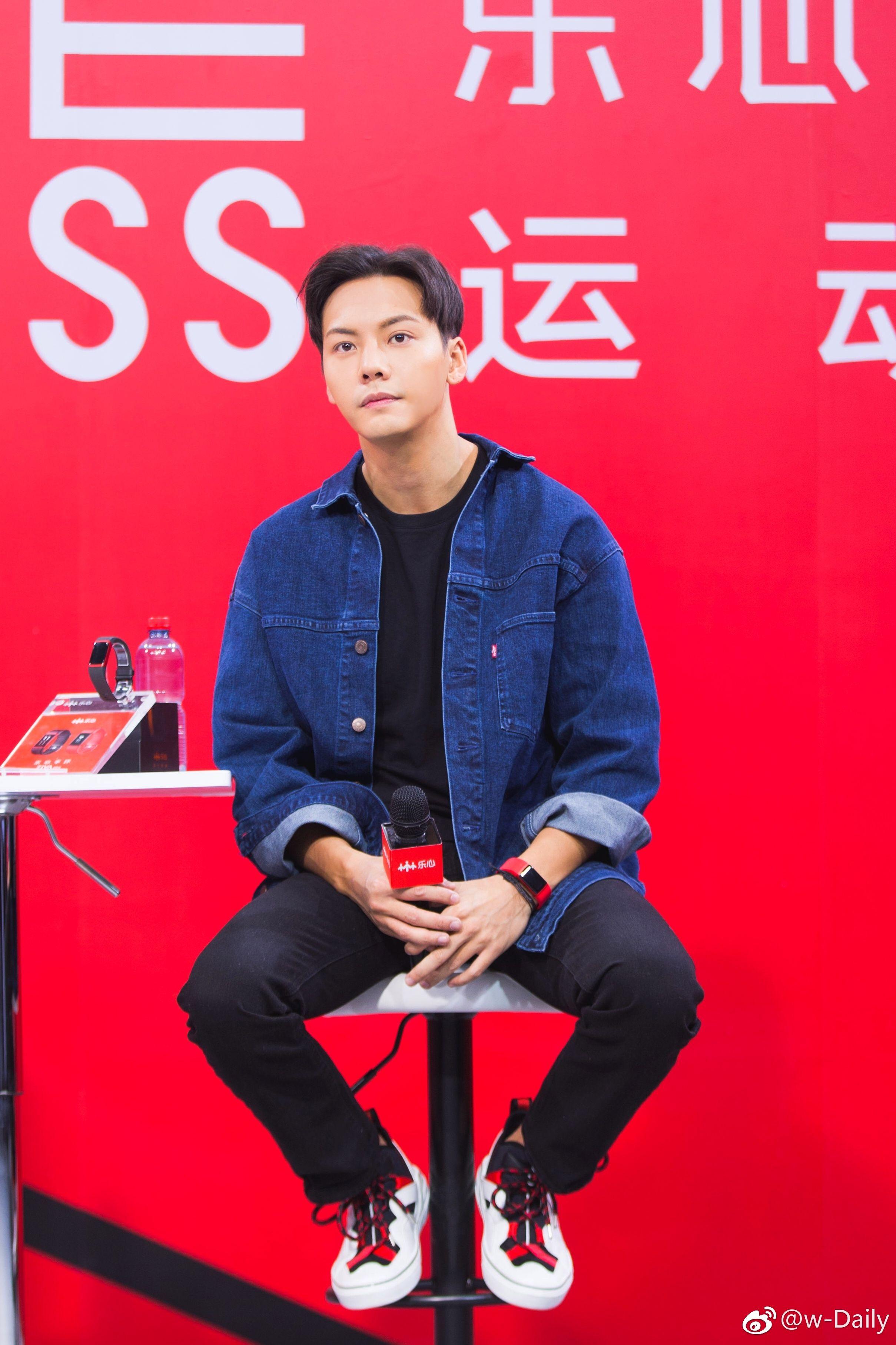 William Chan Lifesense Smart Wristbands Tmall Live