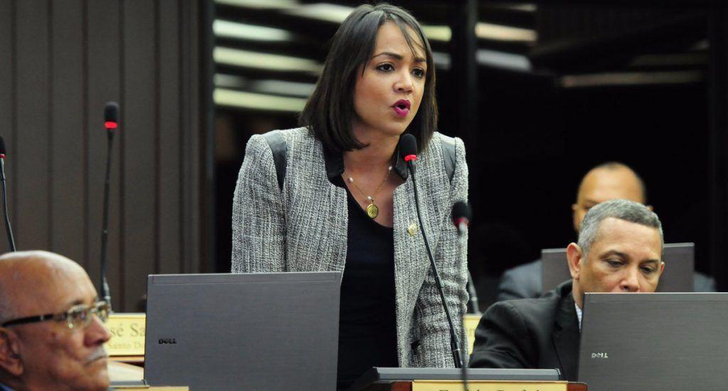 Encuesta coloca a Faride Rafúl como tercer líder de oposición del gobierno de Medina SANTO DOMINGO,RD.-Una encuesta realizada por la firma Valgasa, reveló que la diputada Faride Rafúl, es la tercera líder de la oposición frente al gobierno del presidente de Danilo Menina.