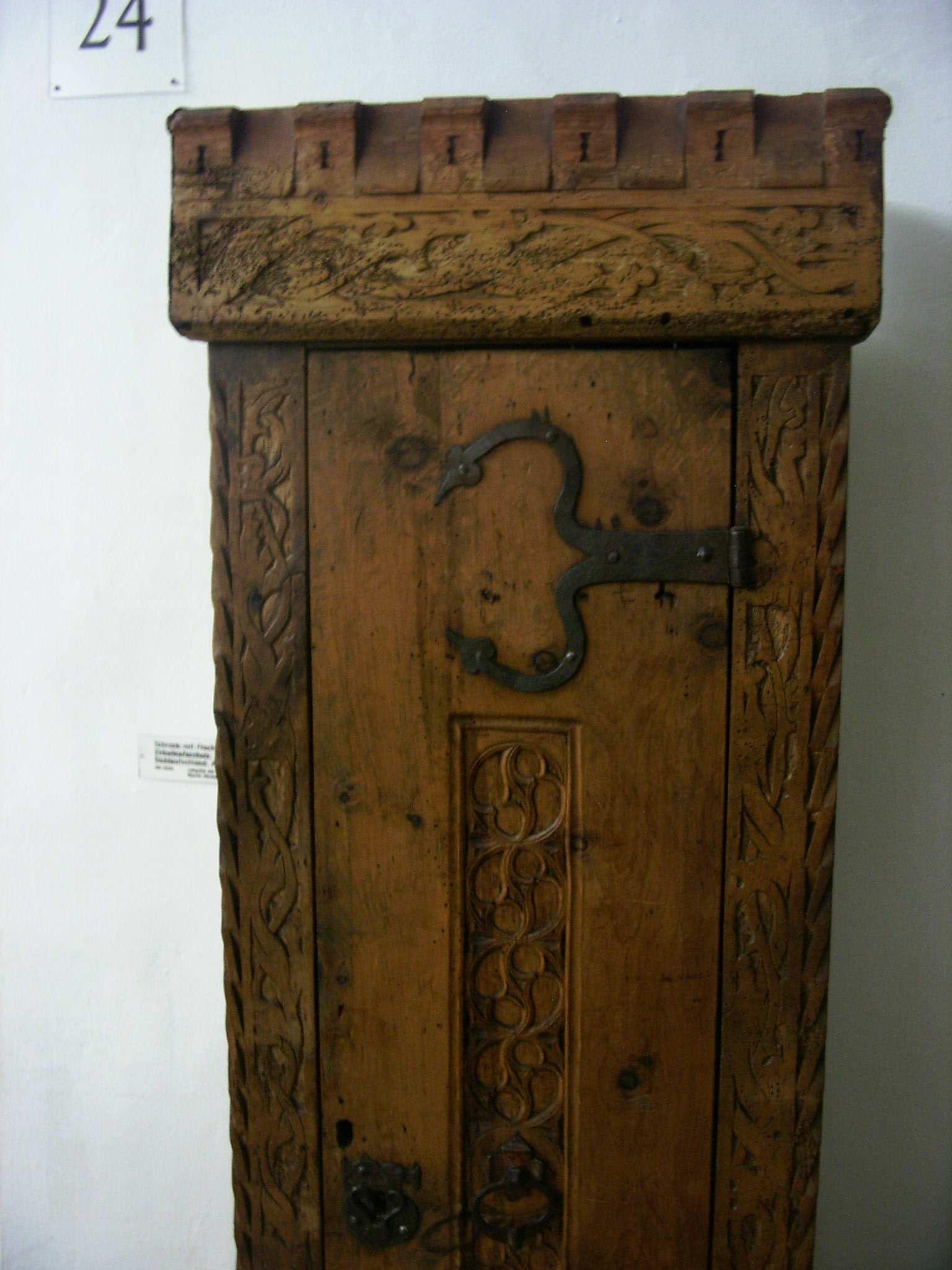 schrank gotisch germanisches nationalmuseum n rnberg xv century chests cupboard. Black Bedroom Furniture Sets. Home Design Ideas