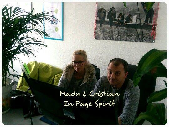 Mady und #Cristian, unser leidenschaftlicher #Designer und #Apple Fan testen die erste Qards #Wordpress Seite auf Herz und Nieren :)