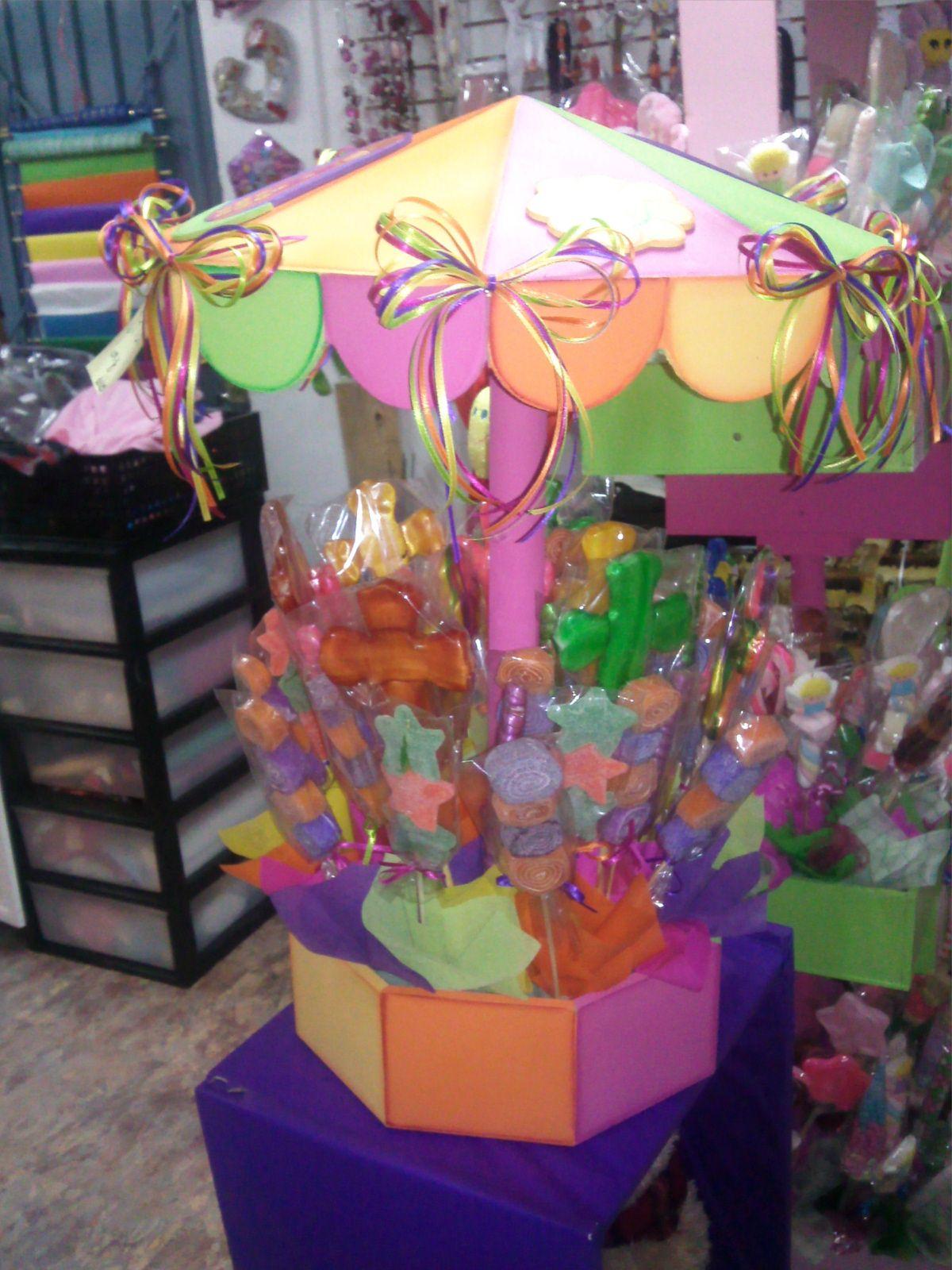Carrusel para eventos y mesas de postres hecho de madera for Mesas fiestas infantiles