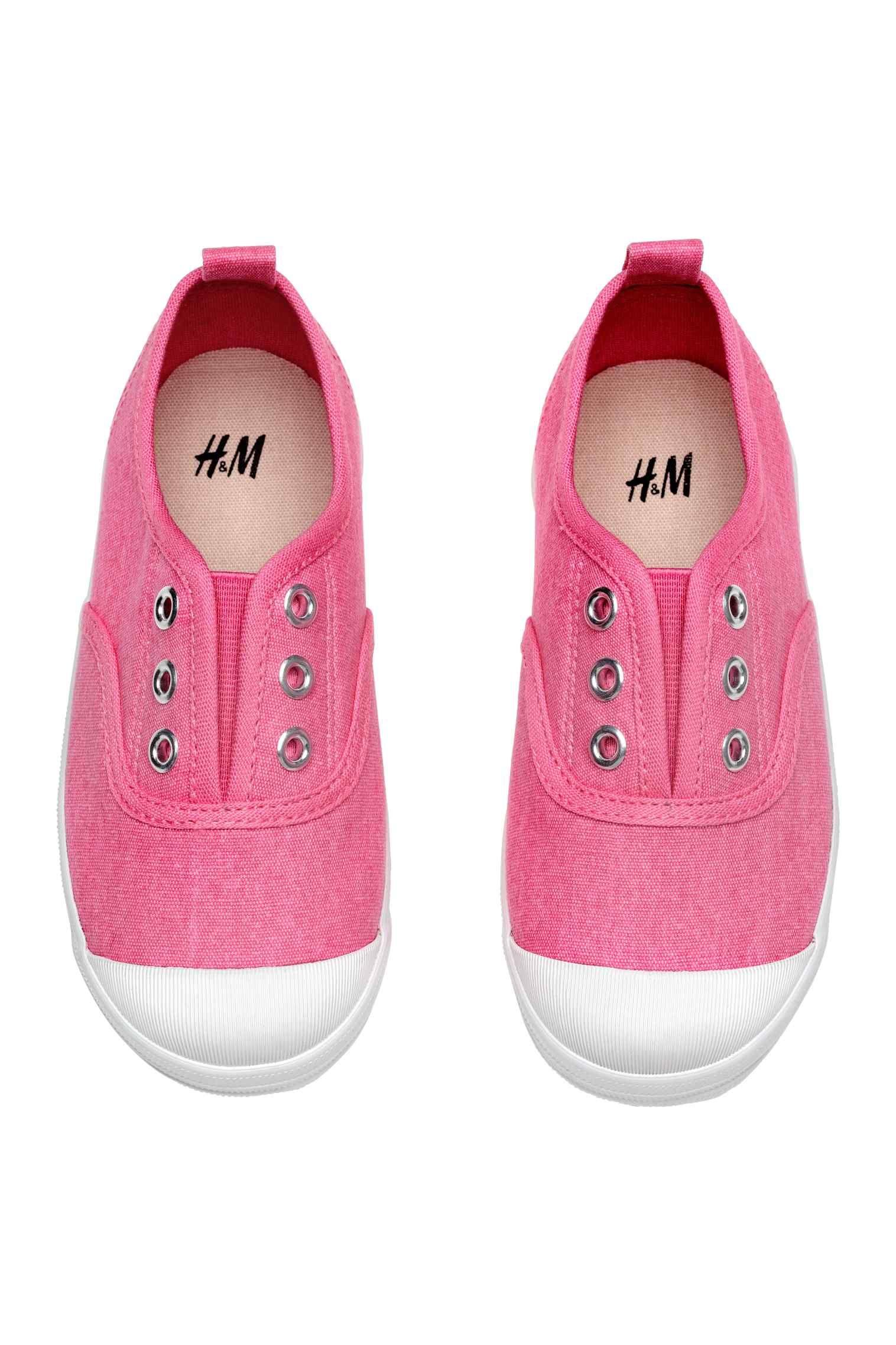 90ec45f5 Buty sportowe z bawełnianego płótna. Z przodu kryta elastyczna wstawka,  gumowe czubki palców, pętelka z tyłu. Tekstylne podeszwy wewnętrzne i  gumowe podeszw
