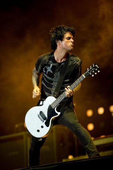 I love the faces that Billie Joe always makes when performing                                                                                                                                                                                 Mais