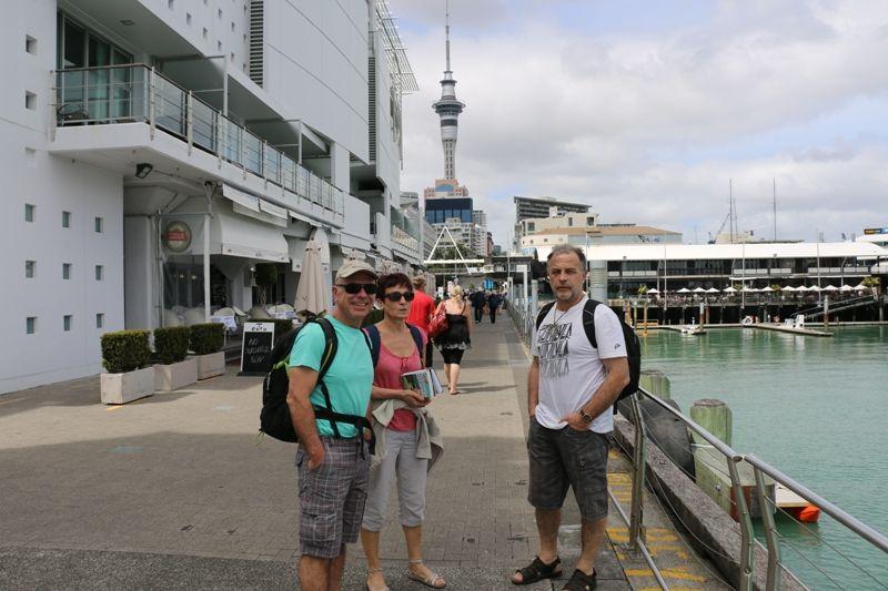 Catherine et ses amis au viaduct à Auckland