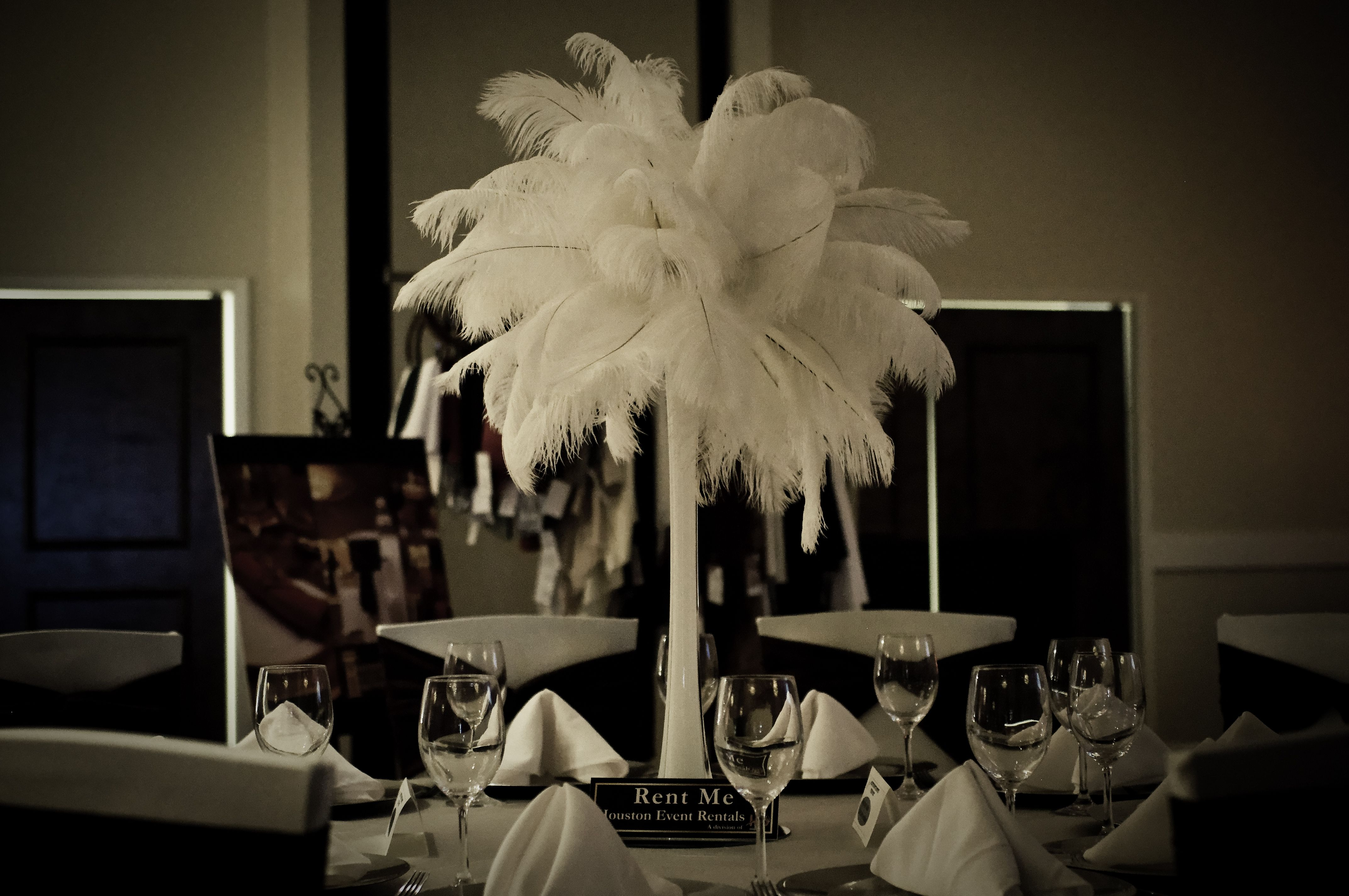 We love how feathers make such a bold statement, while keeping it simple. They're also perfect for any type of event!  @Houston Event Planning