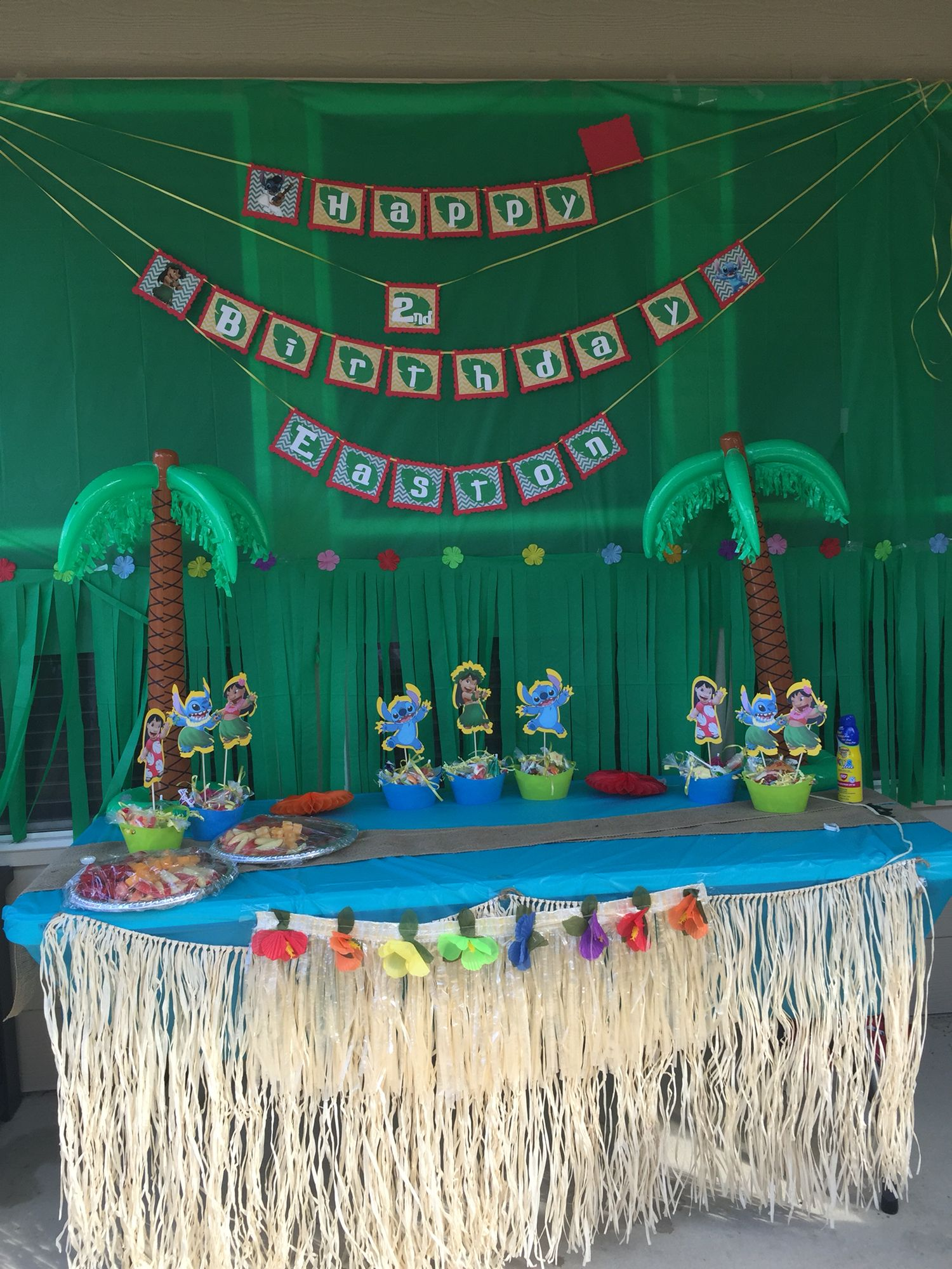 LILO and stitch birthday party decor. Fiesta Hawaiana ee587529bc07