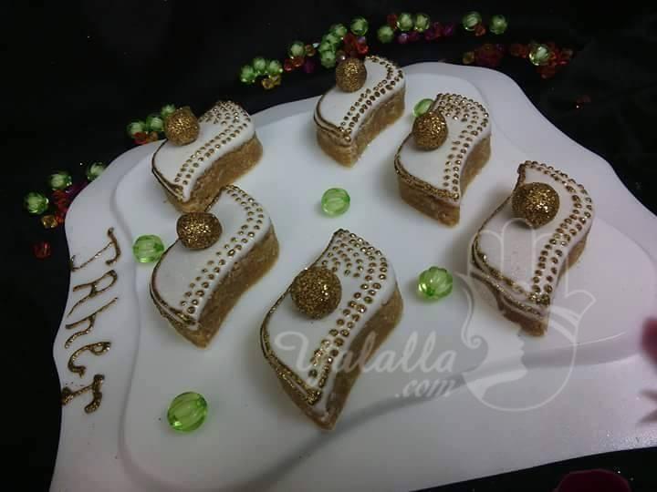 فن تزيين الحلويات أشكال في قمة الروعة موقع يالالة Yalalla Com عالم المرأة بعيون مغربية Desserts Cookie Desserts Birthday Candles