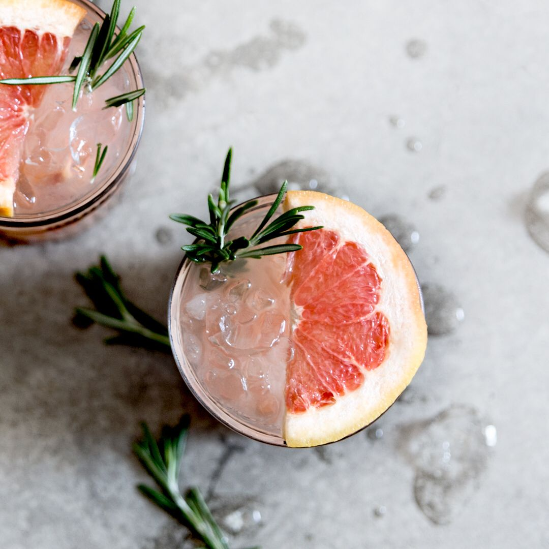 Weekend is just about there, initiate it all right by sipping our homemade rosemary grapefruit refreshment! www.stop-the-water.com