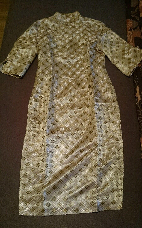 Chinesisches Qipao Kleid mit ausgefallenen Muster in Kleidung ...