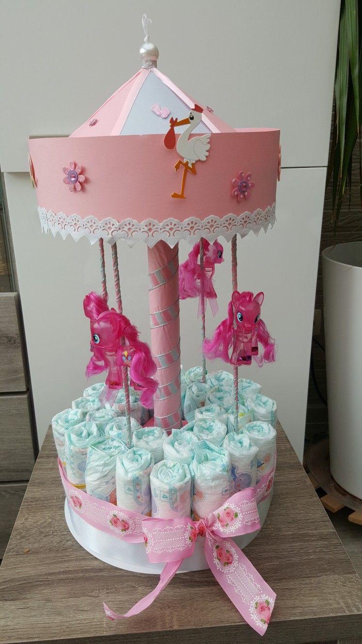 Diaper cake babyshower best baby shower ideas pinterest couches cadeau naissance et manege - Idee cadeau baby shower ...