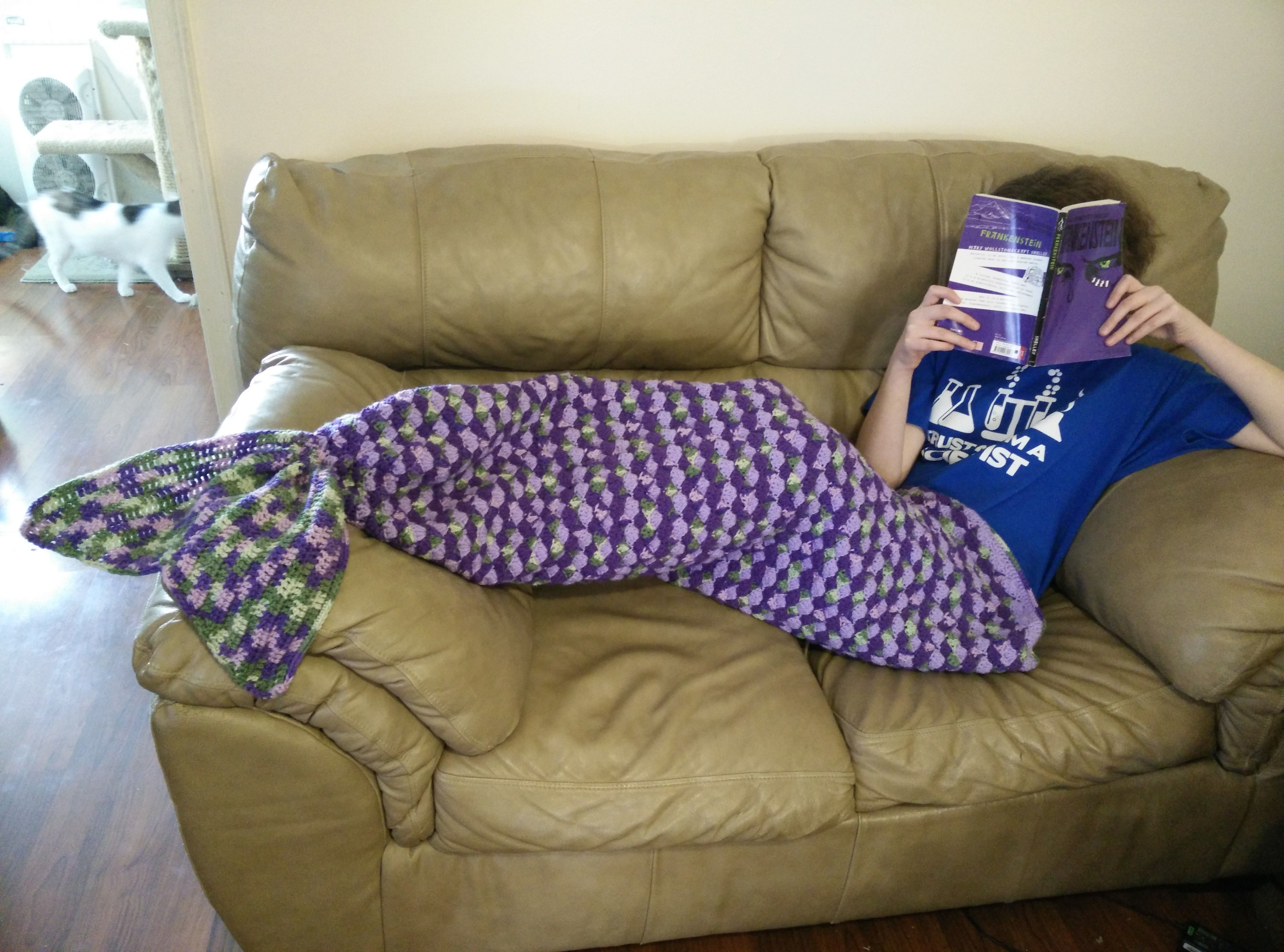 Adult size mermaid lap blanket | http://www.ravelry.com/patterns/library/adult-sized-mermaid-lapghan