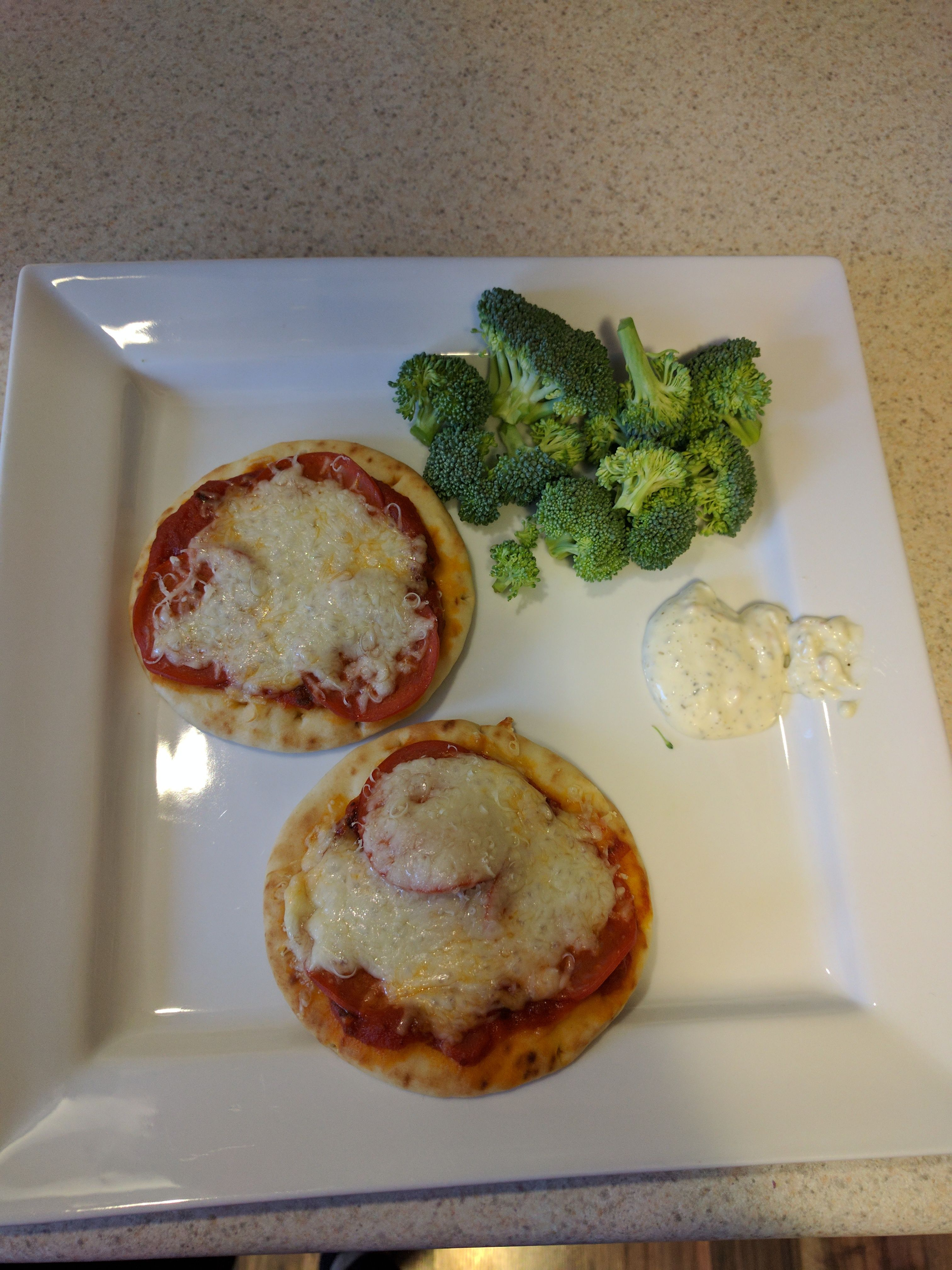 321 calorie mini pizza lunch #goodnutrition #physicalactivity #goodfood #vegetables #JuicePlus #healthymeal #healthyfood #healthy #health #exercise #eatclean