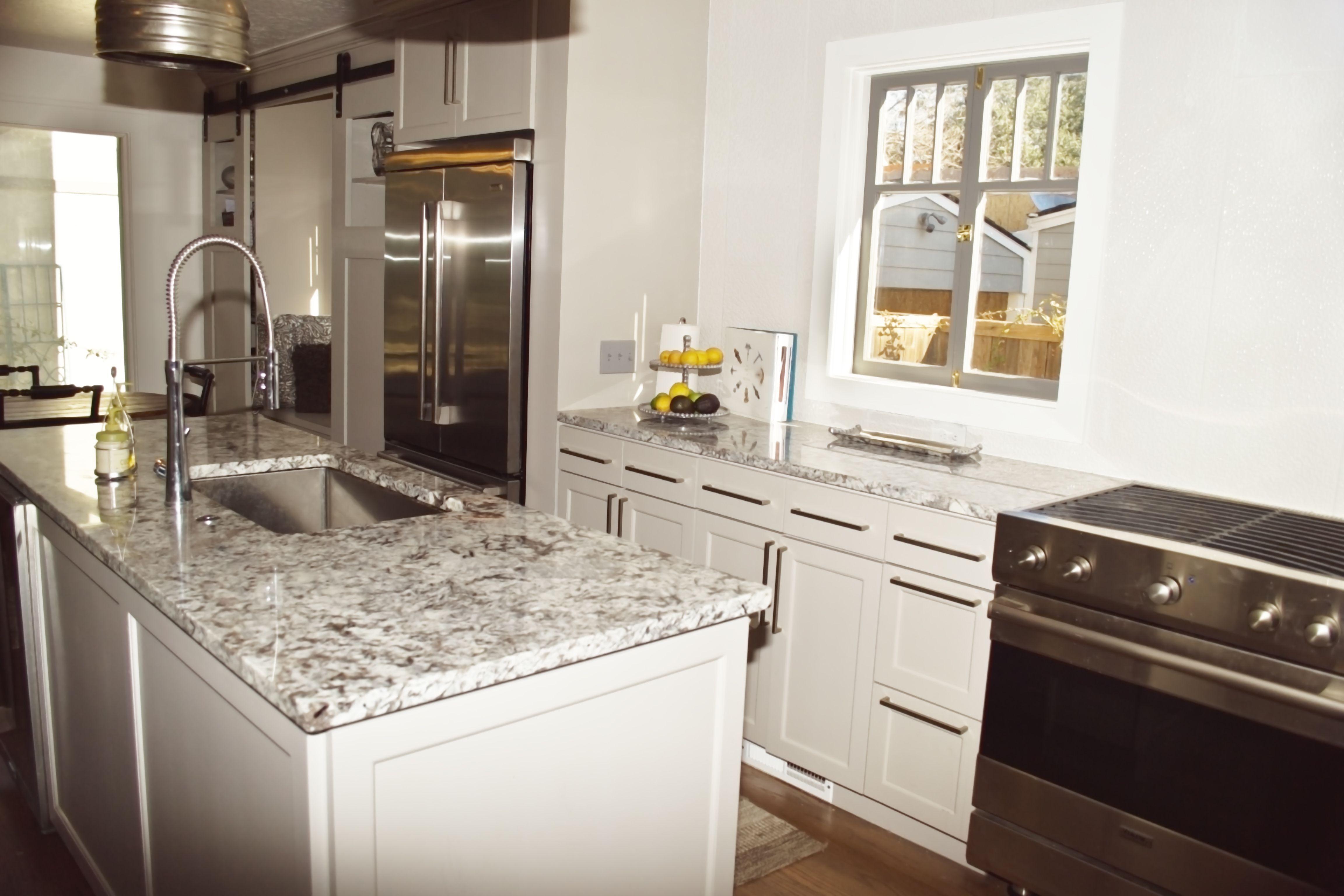 Granite Color Lennon Tile Splash Porcelanosa Cubica Blanco New Kitchen Kitchen Island Pendants Kitchen Island Lighting Pendant