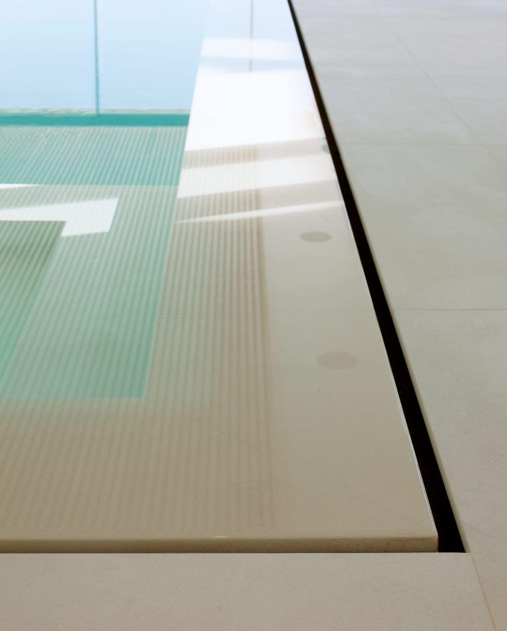 Swimmingpool mit Überlauf