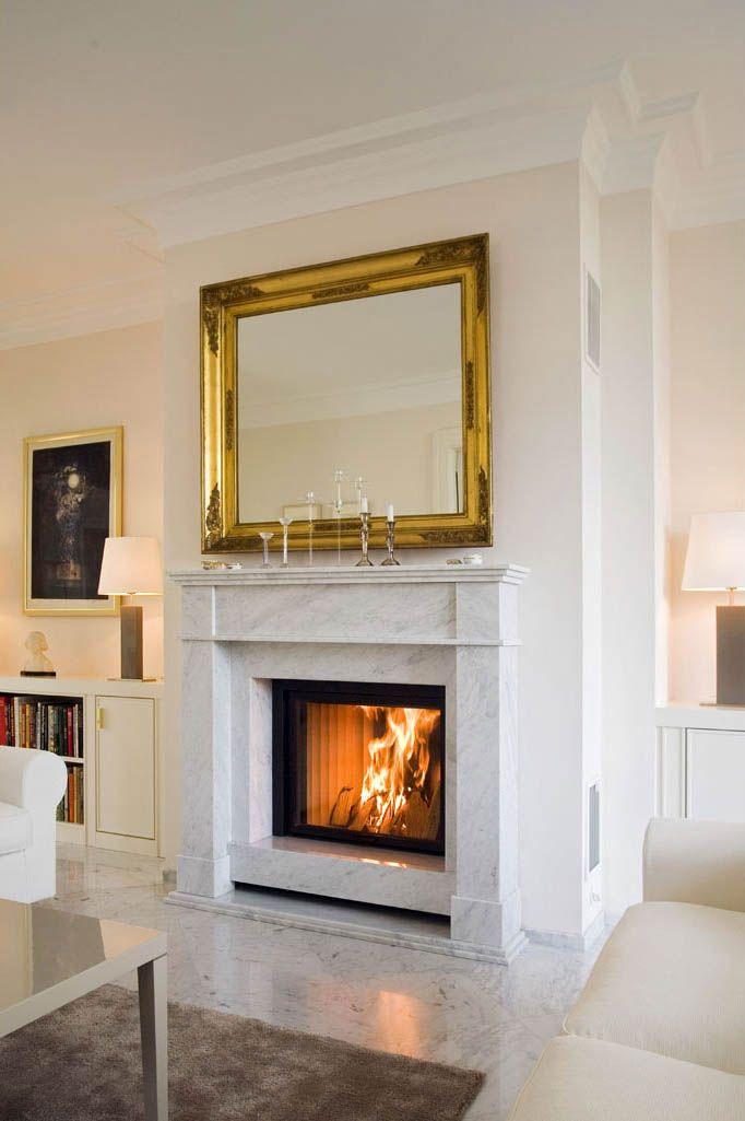 eine klassische kaminloesung mit vorgesetztem marmorgewaende die feuerung kann offen und. Black Bedroom Furniture Sets. Home Design Ideas