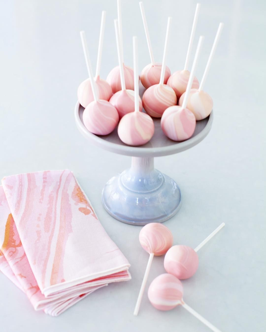 Marbled cake pops.