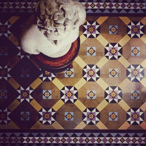 We found the exact pattern of tiles for our hallway, gorgeous <3