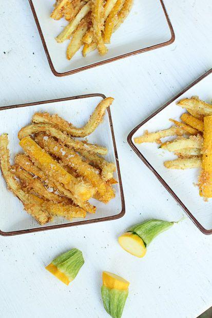 Zucchini fries. http://www.jotainmaukasta.fi/2013/07/10/tytto-joka-rakasti-ranskanperunoita/