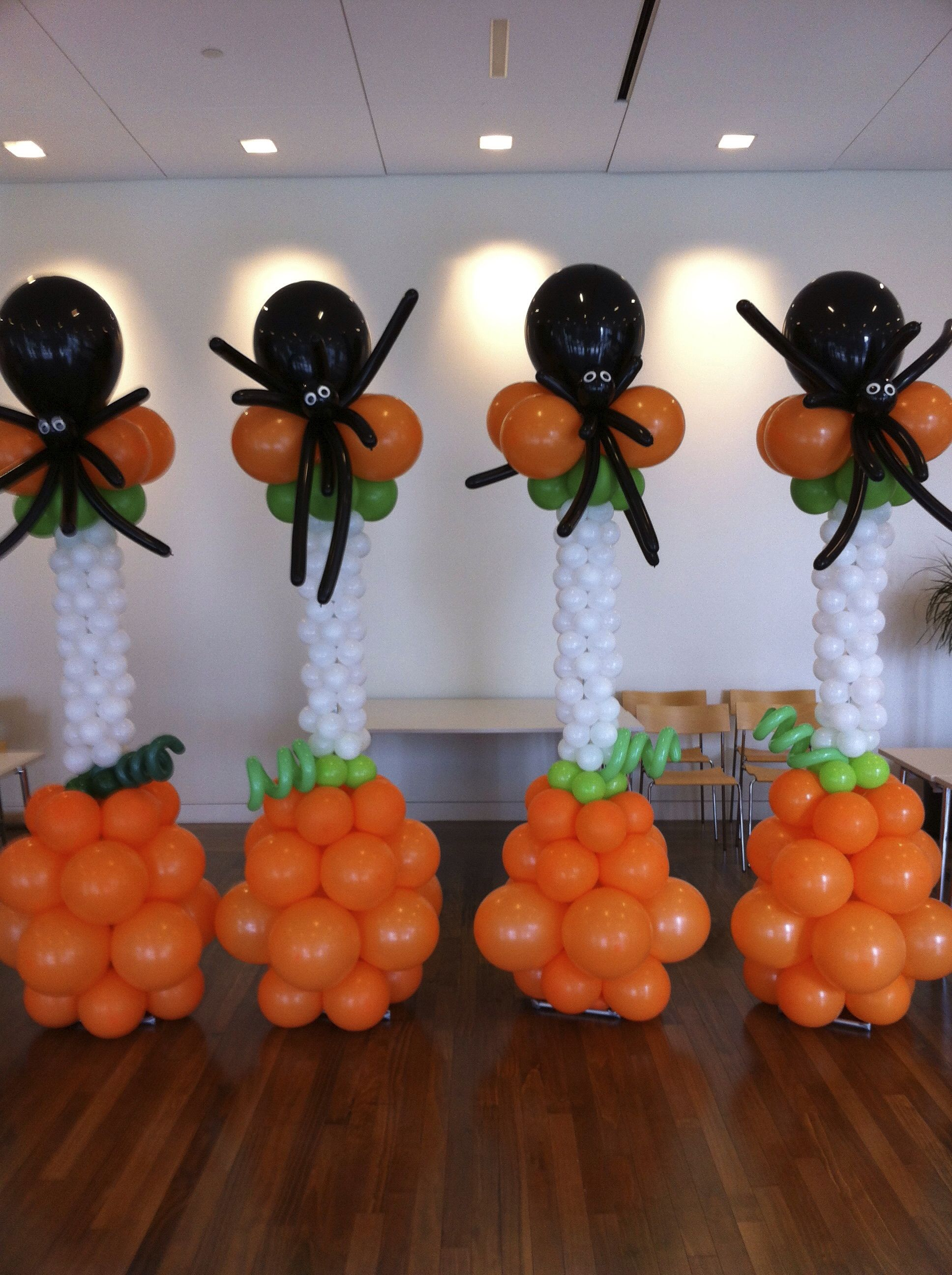 Halloween Balloon Columns With A Huge Spider On Top Scary