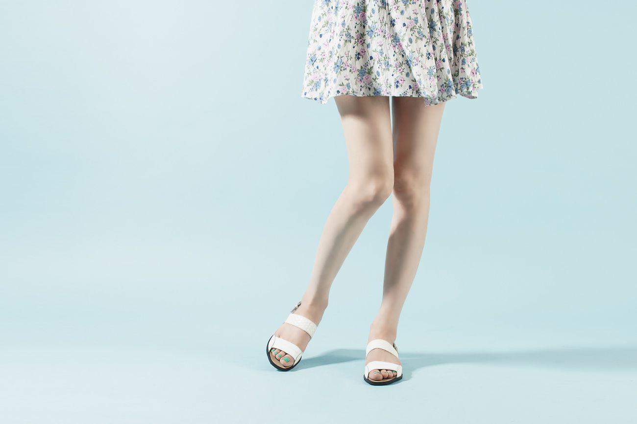 유니크한 디자인의 신고벗기 편한 슬링백 스타일의 플랫 샌들 34,800원