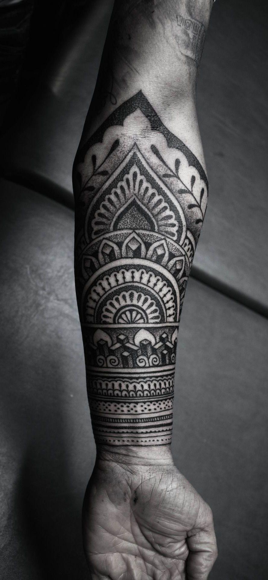 tatuagem masculina da mandala no bra o tattoos. Black Bedroom Furniture Sets. Home Design Ideas