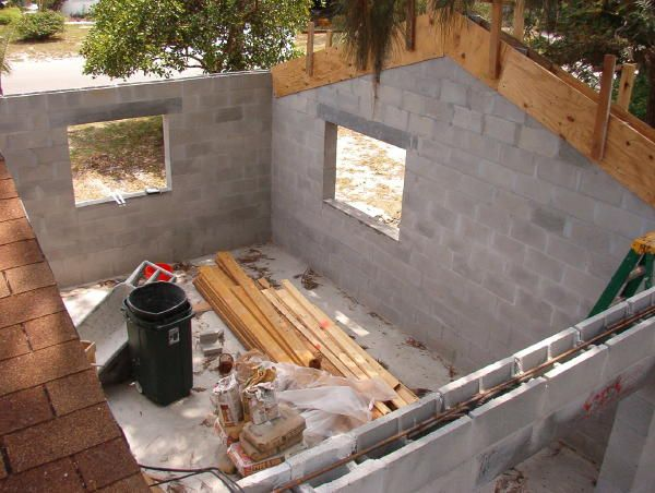 Homes Concrete Block Versus Wood Frame Sarasota Bradenton Venice Area Florida Fl Manatee And S Cinder Block House Concrete Blocks Concrete Houses