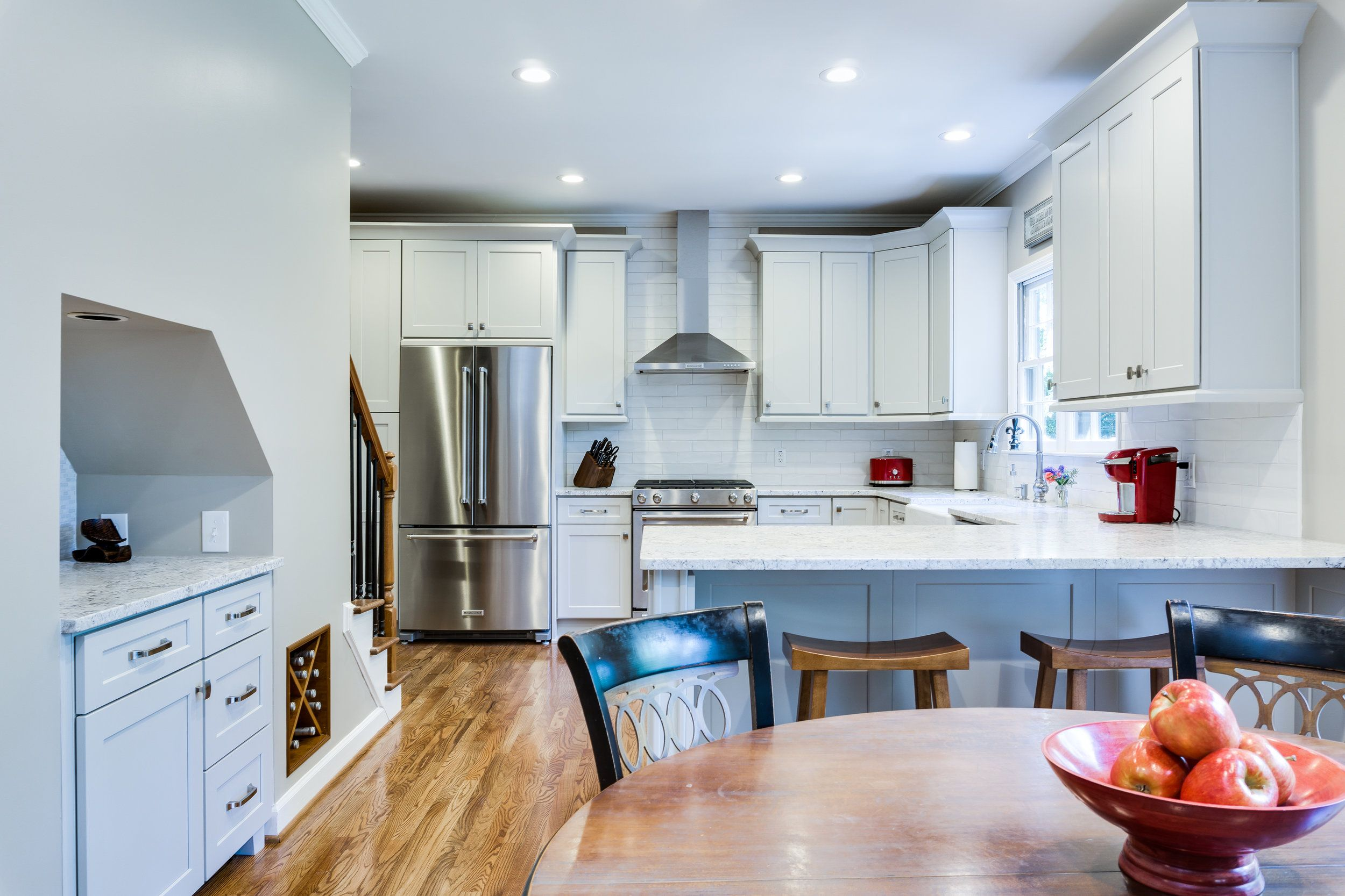 Transitional kitchen light grey shaker cabinets with white subway