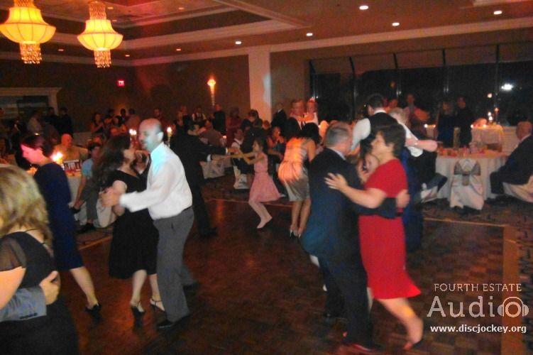 A Nice Romantic Slow Dance Http Www Discjockey Org Chicago Wedding Wedding Dj Slow Dance
