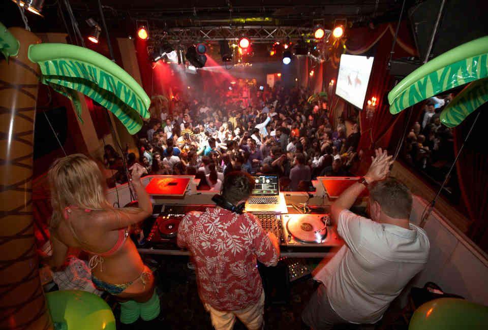 SCORES: A Atlantic City, NJ Bar - Thrillist