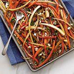 Balsamic-Roasted Carrots and Parsnips. I stedet for balsamico, så prøve vores kokoseddike fra Coconut Secrets: http://thepaleoshop.dk/bagning-madlavning/117-kokoseddike-o.html
