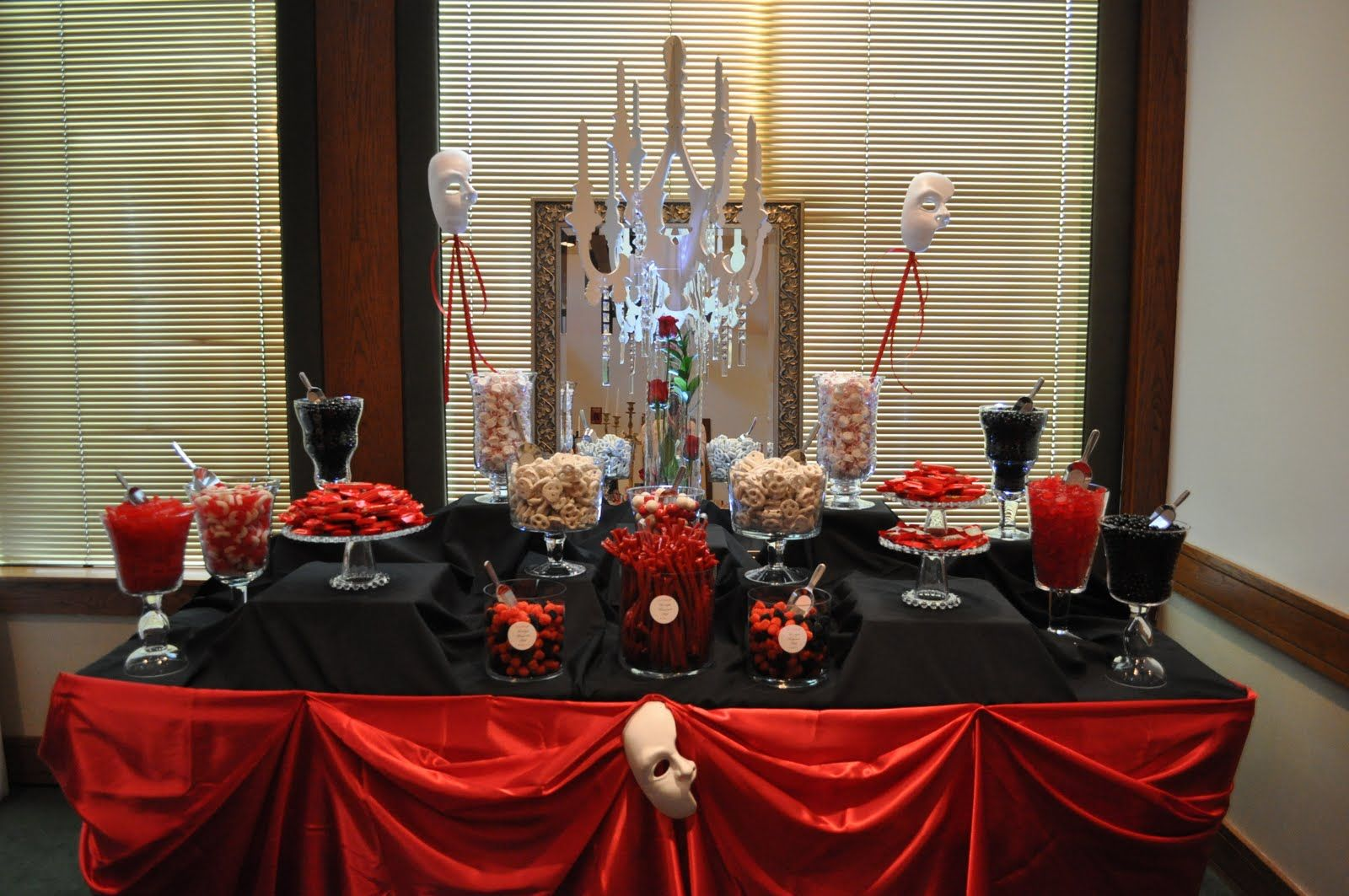 Halloween food table decorations - 9 Great Halloween Party Candy Display Ideas