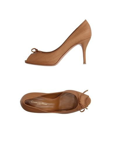 GIANVITO ROSSI Court. #gianvitorossi #shoes #高跟鞋