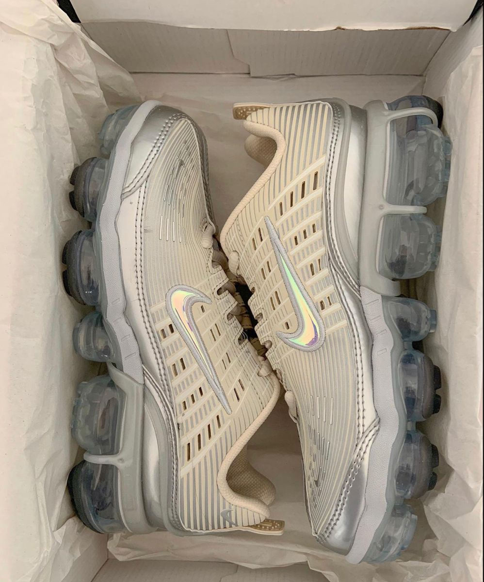nike air max vapormax holographic in